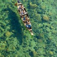 En el río Umngot pareciera que los botes flotan... ¡en el aire!