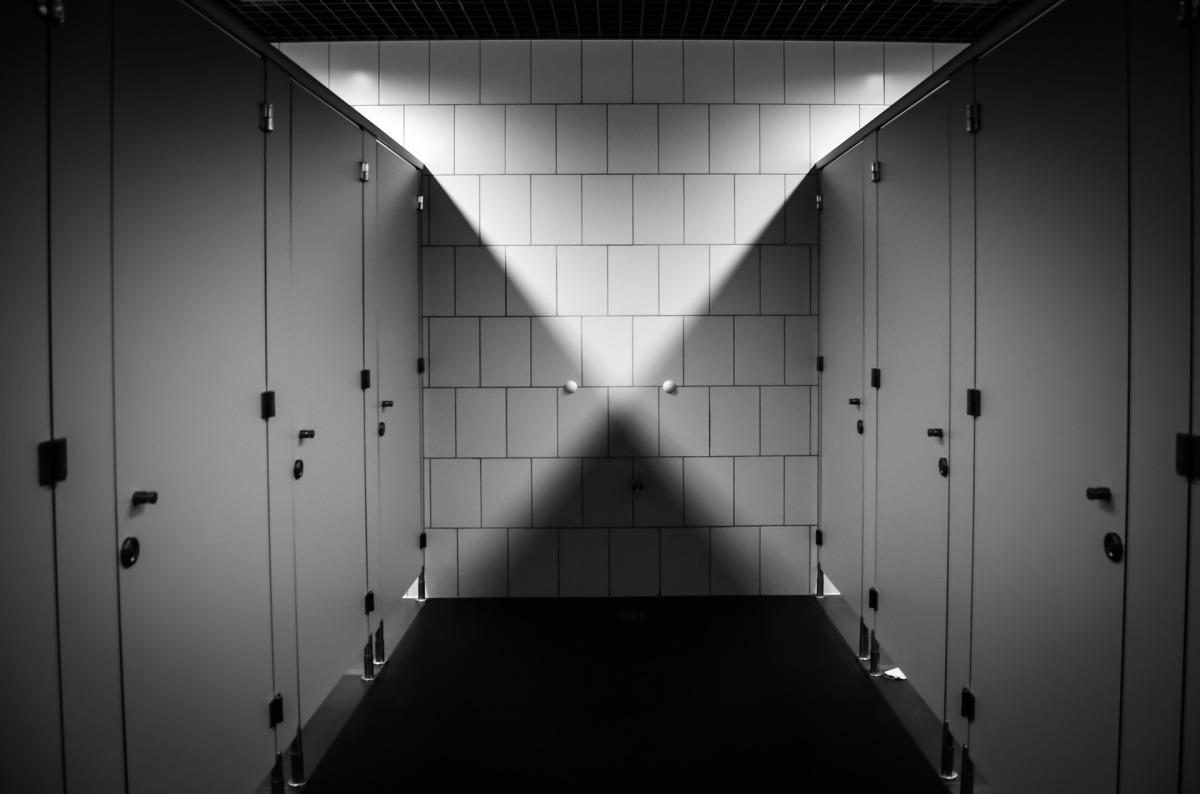¿Cómo puedes pescar una enfermedad sexual en un baño público? Lee...